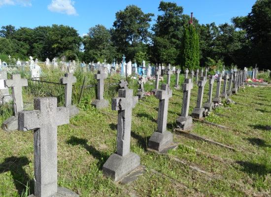 Prace konserwatorskie na pięciu polskich cmentarzach wojennych na Białorusi