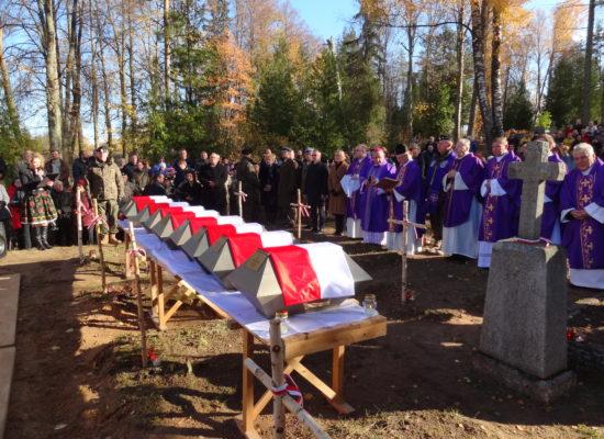 Pochówek polskich żołnierzy poległych w roku 1919 na Łotwie
