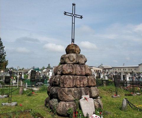 Symboliczny początek kolejnego etapu prac rewaloryzacyjnych i konserwatorskich na kwaterach WP z 1920 r. na Białorusi