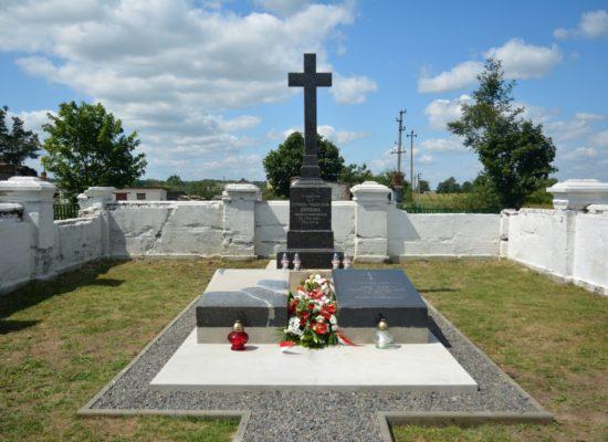 Uroczyste odsłonięcie pomnika w Popinie Nowej