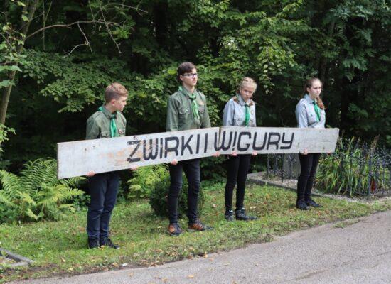 """Młodzież i dyplomaci na uroczystościach """"Młode Żwirkowisko"""""""