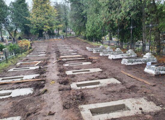 Ruszyły prace w kwaterze wojskowej na cmentarzu w Trokach